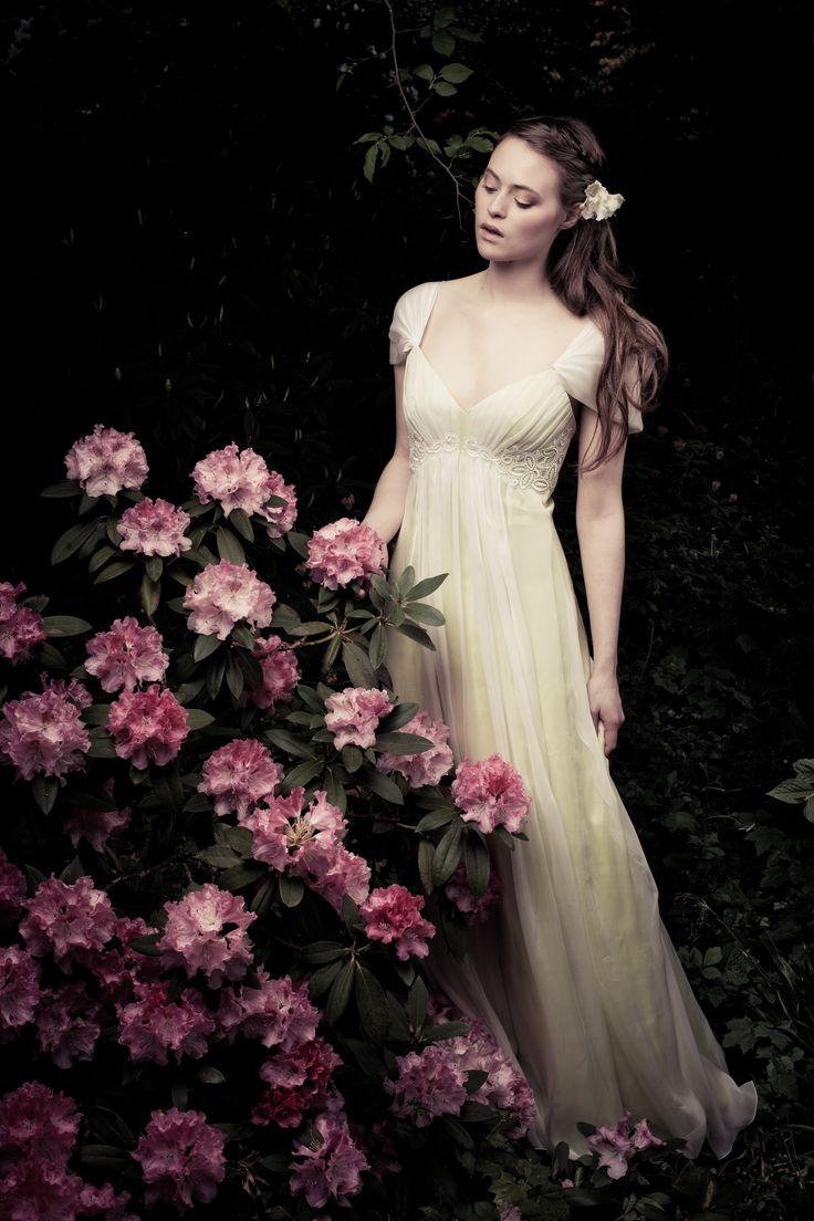 Eine Romantik schöner als in einem Märchen. Calesco Couture Magnolia http://www.wunsch-brautkleid.de/Hochzeitskleid-Calesco-Couture-mehrere-farben-groesse-mehrere-groessen-Neuware-fuer-1470euro-293.html  #Romantik #Maerchen #Brautkleid #Couture #Hochzeit #Hochzeitskleid