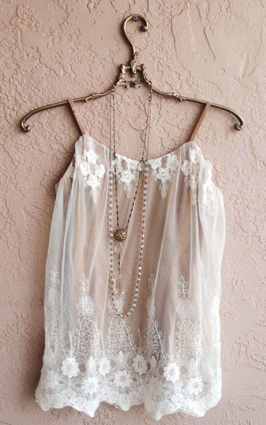 """Tem postagem nova no blog!!! Confere as dicas da Marquee de Luxe sobre """"Boudoir?!"""", a moda que tem sido tendência nas ruas e passarelas!!! É em www.marqueedeluxe.com.br"""