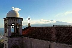 """Castelmola (ME) - Il panorama dalla terrazza del famoso """"bar Turrisi"""" con l'Etna da una parte e il Mar Jonio dall'altra   da Lorenzo Sturiale"""