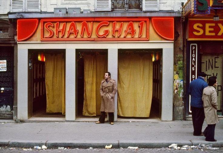 Fotos explícitas, sórdidas e deslumbrantes dos clubes de strip de Paris da década de 70 | VICE | Brasil