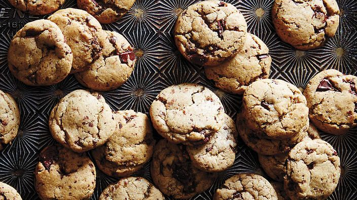 Chewy vanilla spice cookies with chocolate chunks