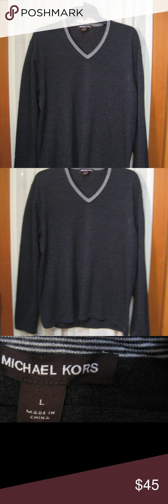 """Michael Kors Gray V - Neck Wool Sweater Size L Michael Kors  Gray Men's V - Neck Sweater Merino Wool Size Large  Measurements - All Done Laying Flat  Size Type - Regular Size Large Color - Gray Material -100% Wool Long Sleeve V-Neck Neck Style - V- Neck Sleeve Style - Long Chest - 22 """" Sleeve - 25"""" Length 26""""  Very Good  pre-owned condition d1216 Michael Kors Sweaters"""