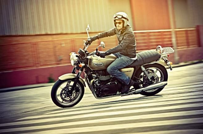 Triumph Bonneville India launch price Rs 5,70,000 lakhs ex showroom Delhi Read more at http://www.rushlane.com/triumph-bonneville-india-launch-price-rs-570000-lakhs-ex-showroom-delhi-1297256.html#GZpDIJdJBu7e0Mk3.99
