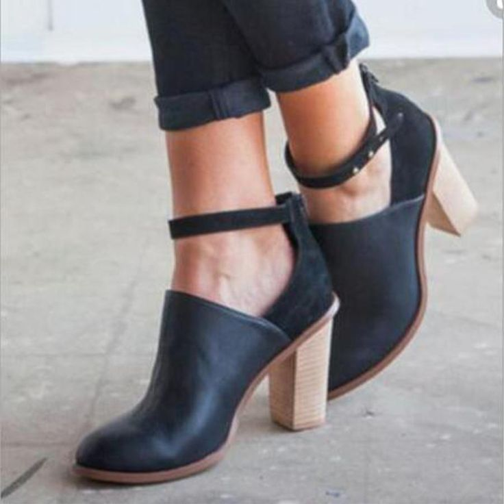 Plain  Chunky  High Heeled  Round Toe  Date Outdoor  Ankle High Heels Boots