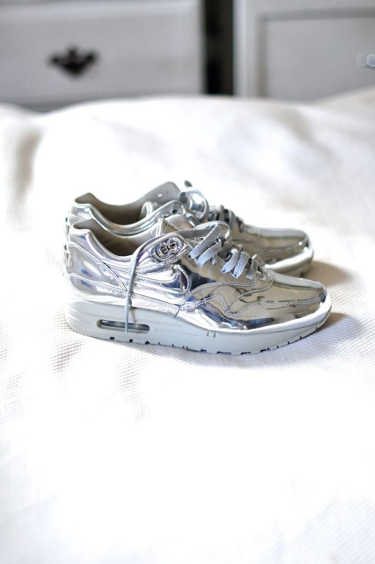liquid silver nike air max