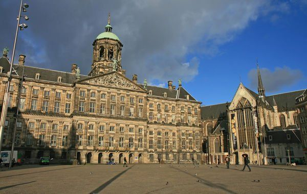 Dam Square in Amsterdam: The heart of Amsterdam's historical town and also a place of political and symbolical significance - demonstrations are usually held here. Detailed information http://www.tripomatic.com/Netherlands/Amsterdam/Dam-Square/