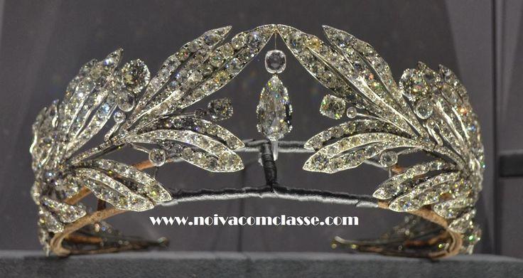 Noiva com Classe: Exposição Cartier Paris 2013-2014: Tiaras A belíssima tiara Cartier da princesa Marie Bonaparte de 1907. É uma lindíssima Myrtle tiara (folhas de murta).