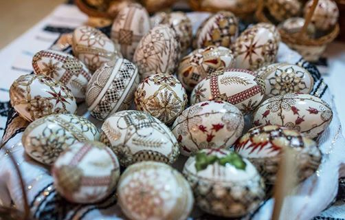 If you want to come to Bukovina, you can participate at the National Festival of Easter Eggs and see for yourself the art of egg painting. http://buff.ly/14oZAZS #tourim #Romania #events #Bukovina #land #travel