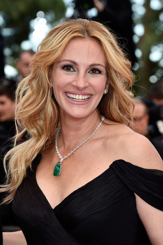 Simple, elegant hair inspiration from Julia Roberts on the 2016 Cannes Film Festival with golden blonde hair worn with a classic middle part and loose curls with lots of volume.
