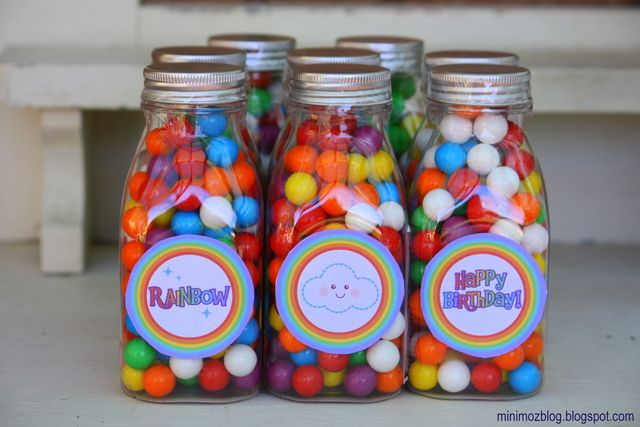 cute cute cute party favor idea! actually whole rainbow party was adorable! love the catch my party blog. =)