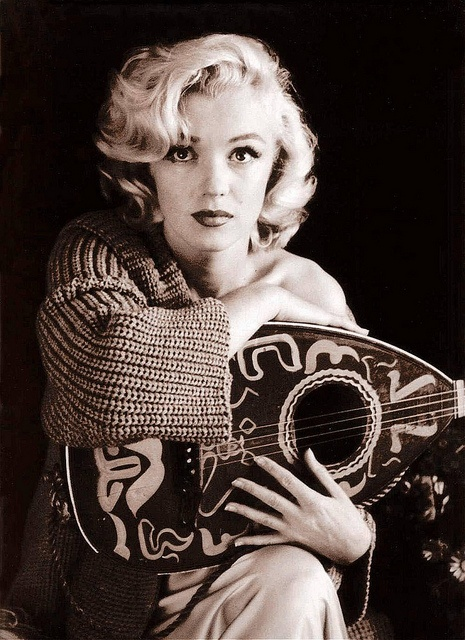 Marilyn and mandolin: Marilyn Monroe, Normajean, Milton Green, Beautiful, Norma Jeans, Icons, Guitar, People, Photo