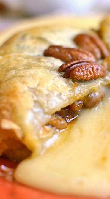Pumpkin Pecan Baked Brie (savory pumpkin recipes, appetizers)