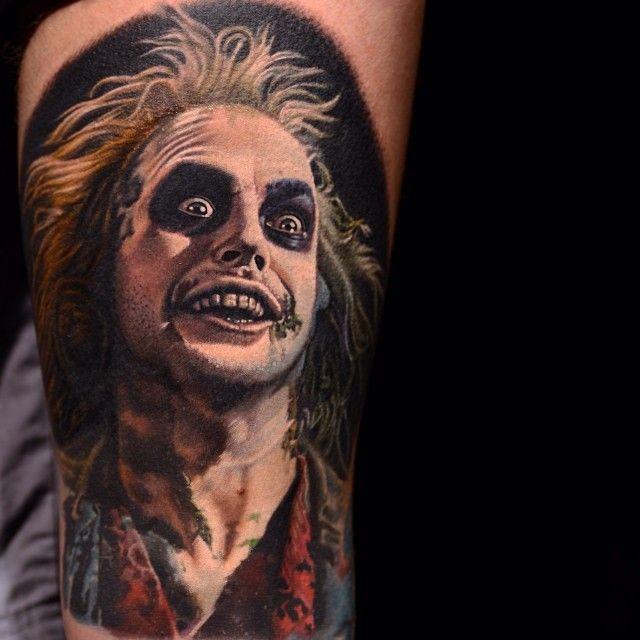 Melhores trabalhos de realismo colorido que eu já vi. Best tattoo work that i ever saw. Beetlejuice Tattoo by Nikko Hurtado
