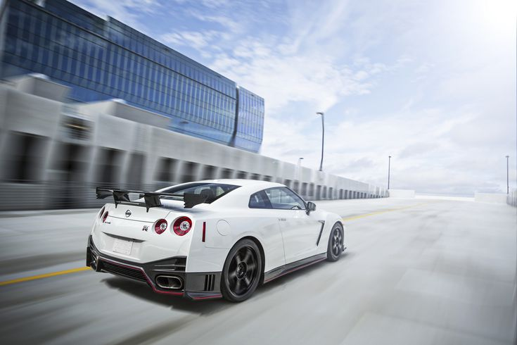 2016 GT-R NISMO once again sets the performance standard for legendary Nissan Supercar with 600 horsepower, Nürburgring-developed suspension 2016 Nissan GT