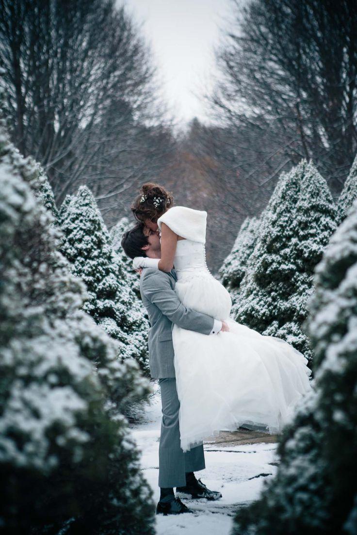 picturesque winter wedding portraits captured by Hopskoch Photography http://www.hopskochphotography.com/