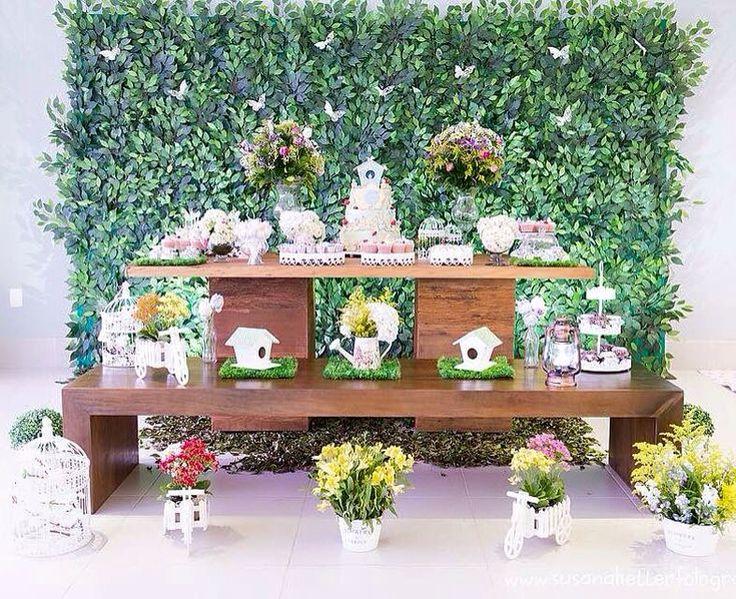 Mesa jardim completa com painel de muro inglês.