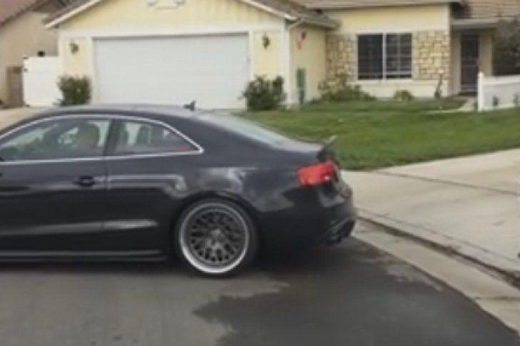 Un padre arranca un diente a su hijo usando su coche (Video)