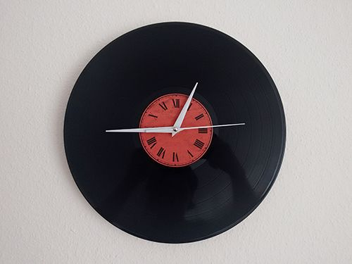 Creating a vinyl record wall clock by @RaduLuchian