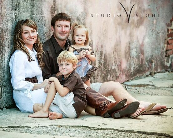 nice angle for this family shot…group to one side and not in the center…back