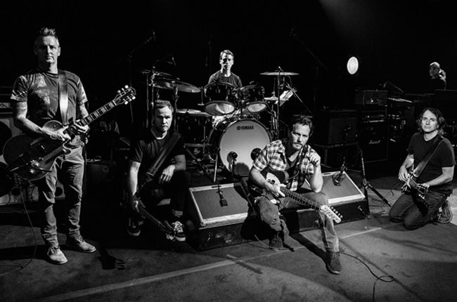 Pearl Jam Announces New Album 'Lightning Bolt'