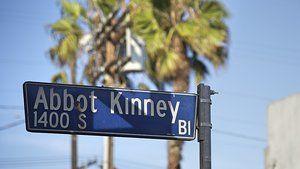 Der Abbot Kinney Boulevard in Los Angeles gilt als coolste Straße der USA. Das Leben zwischen Palmen, Surfern, Designshops und Coldbrewcoffee ist einfach perfekt. Oder?