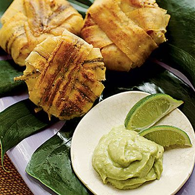 Plantain Wrapped Crab Cakes with Avacado Aioli - interesting! This is like combining Maryland and the Dominican!