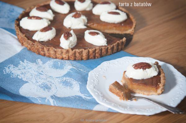 Przepyszna tarta, w której głównym składnikiem jest słodki ziemniak. Same bataty mają niski IG. Porcja o wadze ok. 80 g ma 4,7 wymiennika, w tym 3,0 WW i 1,7 WBT. 100g ma ok. 364 kcal.