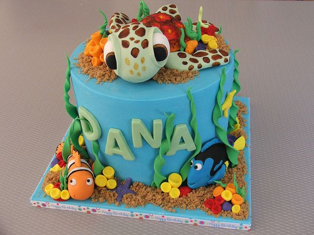 Disney's Nemo cake-So cute!  See 20 other amazing cakes here