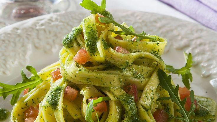 Tallarines frescos con salsa verde