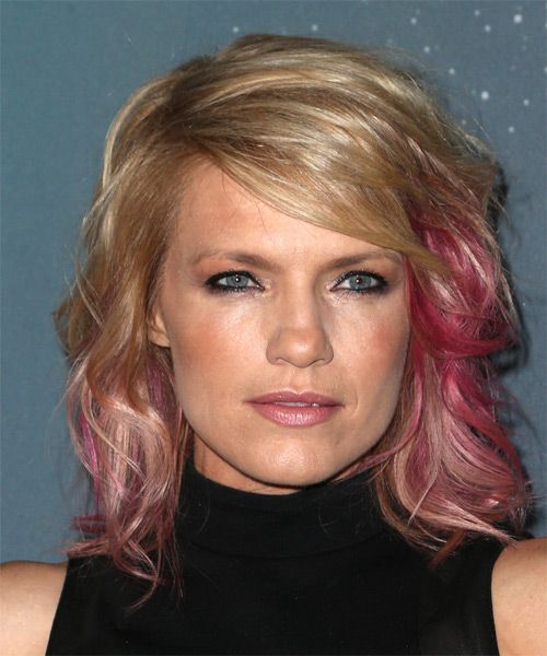 Kathleen Rose Perkins Casual Medium Wavy Hairstyle with Side Swept Bangs – Blonde and Pink Tw