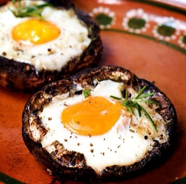 Stuffed Portobello breakfast Mushrooms! A high protein low carb breakfast or snack. Share this PIN with your family and freinds