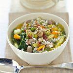 Il minestrone freddo alla milanese è un piatto semplice e sano, oltre che un primo perfetto per le cene d'estate. Scopri la ricetta su Sale&Pepe.