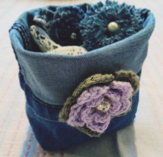 Ihanaa sunnuntaita kaikille!      Mikään ei oikeasti ole niin helppoa kuin pienten sisustuskorien teko, varsinkin farkkujen lahkeis...