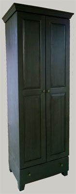 Tumman harmaaksi pellavaöljymaalattu vaatekaappi 75x52x220 cm. JUVIn Petikon tehtaanmyymälä. juvi.fi  #tummanharmaa #vaatekaappi #juviproduction #juvi #kaappi #industrial #mörkgrå #tyylikäs #massiivipuu