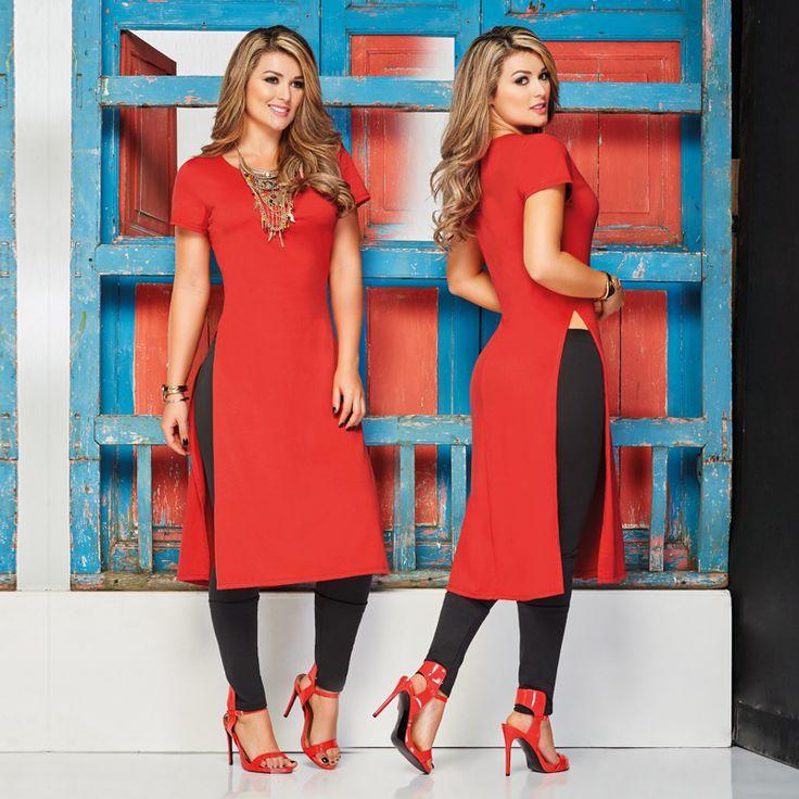 Luce un look a la vanguardia como este Blusón rojo que puedes combinar con leggins o con jeans.  Encuentra esta pinta en nuestra campaña #07.
