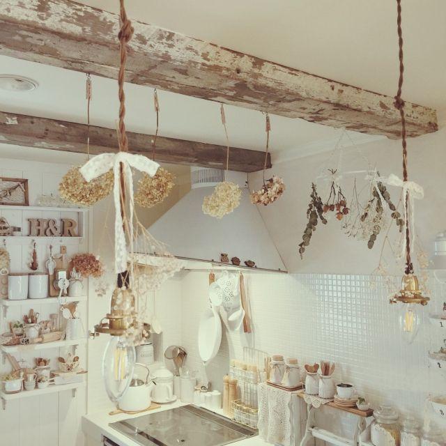 usausaさんの、タイル張りキッチン,ドライフラワー好きすぎる,白が好き,アンティークのある暮らし,2015.11.6,キッチン,のお部屋写真