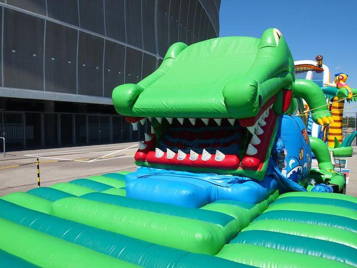 Krokodyl połykacz, dmuchańce dolnośląskie, wynajem atrakcji plenerowych dla dzieci Wrocław. Aktywne urządzenie dmuchane, tor przeszkód dla dzieci, place zabaw.