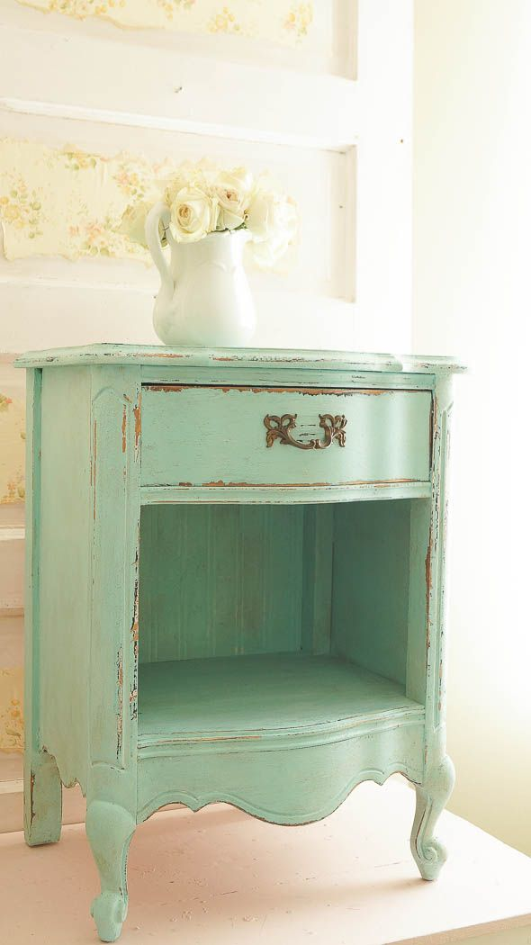Can you believe this piece had a hole in it??? See how I fixed it on the cheap! www.whitelacecottage.com