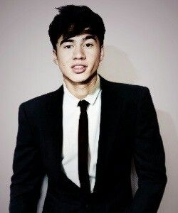 Calum Hood, why must you do this to me..I'm slowly dying on the inside..the FEELS are just to strong