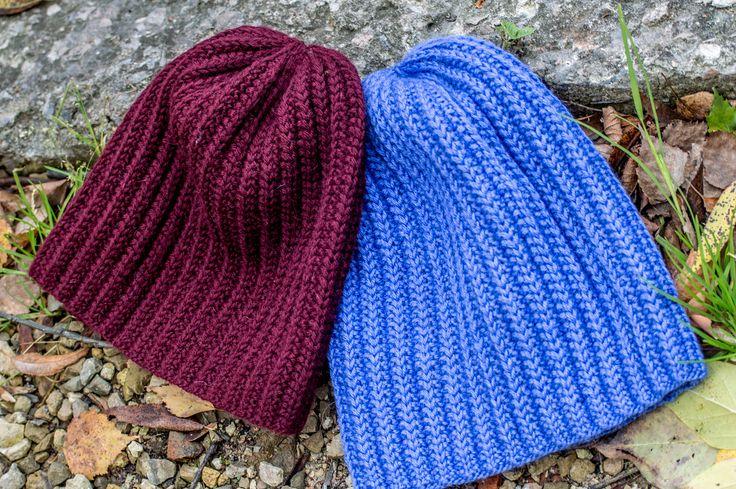 Ravelry: ouna's BB Бордовая шапка чуть меньше - 57-59см, фиалковая - 58-60см.
