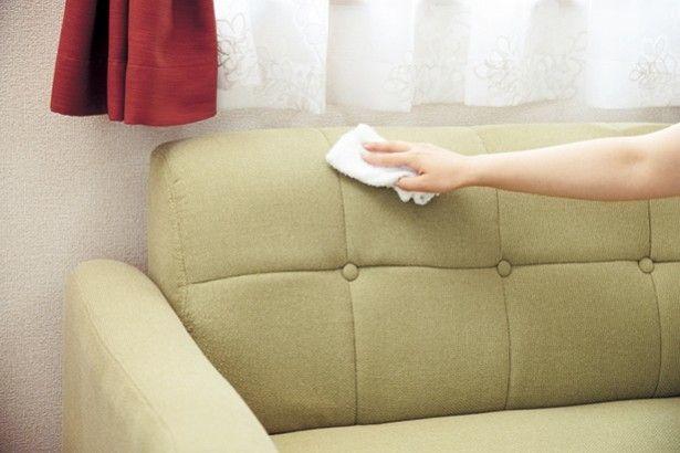 夏の汗・汚れがたっぷり!?秋こそお手入れしたい「布張りソファー」