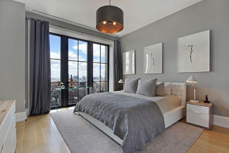 Klare Linien und eine neutrale Farbpalette macht dieses Hauptschlafzimmer suchen anspruchsvolle