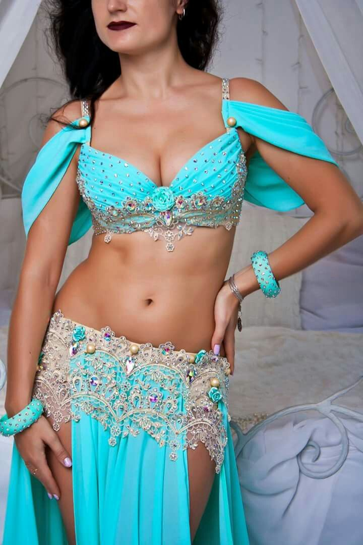Traditional sexy belly dancing 5