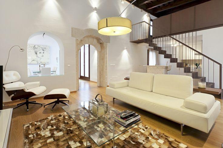 Apartamento / loft en Palma de Mallorca - Inmobiliaria Nova  Apartamento muy luminoso de estilo loft en Palma de Mallorca. Este muy luminoso y privado apartamento de estilo loft disfruta de una situación fantástica en el centro, muy cerca del Teatre Principal y galerías de arte.  http://www.inmonova.com/es/property/id/683131-apartamento-palma-mallorca  http://www.inmonova.com/es/  #inmonova #apartamento #loft #palma #mallorca #inmobiliaria #Nova