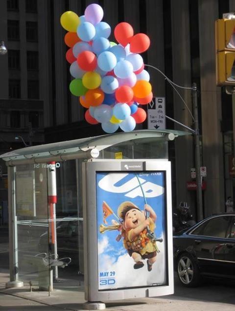 #publicidad Parada de bus inspirada en pelicula UP