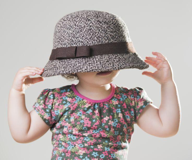 Größentabelle Baby- und Kinderkleidung | Du erwartest ein Kind, weißt aber nicht welche Stramplergröße Du brauchst? Oder möchtest Du zu einem bestimmten Anlass ein blumiges Sommerkleid verschenken, weißt aber die Größe nicht? Und wie ist das mit internationalen Kleidergrößen? Findest Du alles in unseren Größentabellen!