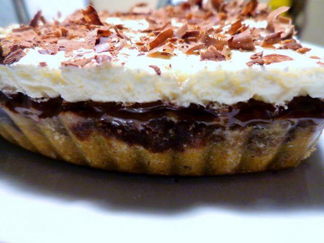 Σοκολατένια τάρτα με καραμέλα και Κρέμα Μπισκότα