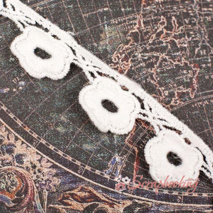 Декоративная лента тесьма с цветочками белого цвета . Ширина тесьмы 15мм. Цена указана за 1 метр. Используется при оформлении открыток и альбомов, для упаковки подарков, при декорировании предметов интерьера