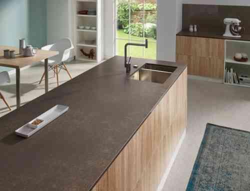 plan de travail en granit pour déco cuisine en bois