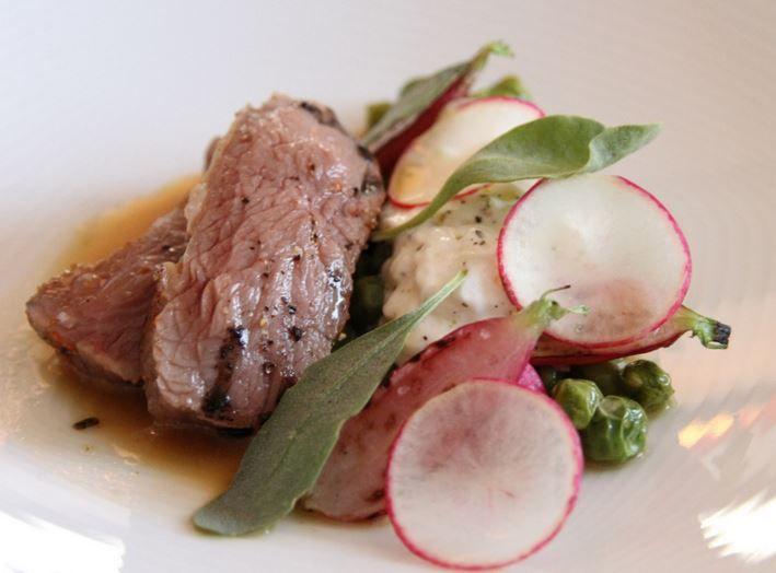 Se stai cercando una ricetta che preveda l'agnello al forno senza patate eccoti la ricetta dell'agnello con ravanelli, molto semplice da preparare.